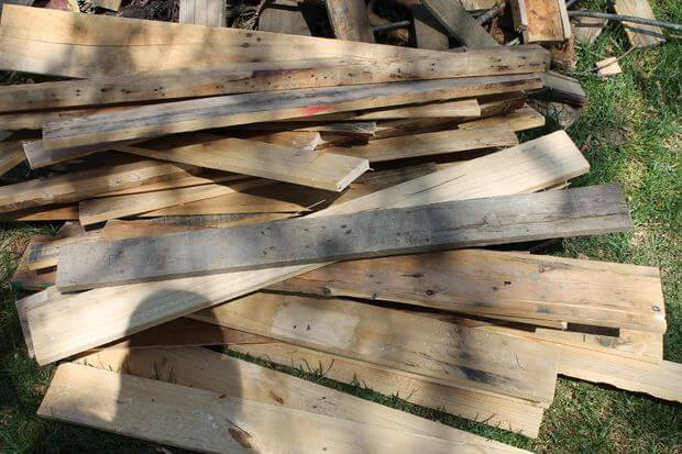 pull apart pallets for a raised garden bed