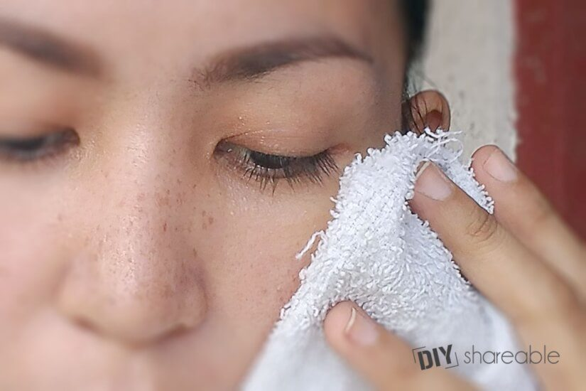 Pat face dry after blackhead treatment to avoid irritating skin