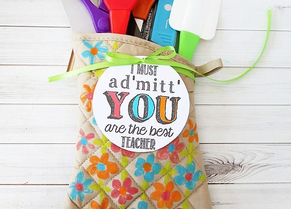 15 end of year teachers gifts that will show your appreciation end of year teacher gifts oven mitt negle Images