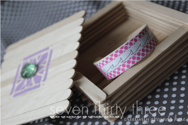pretty popsicle bracelet with popsicle box