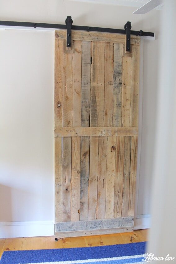 sliding barn door from recycled pallets