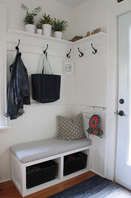 17 diy mudroom entryway storage ideas for very small for Very small bedroom solutions